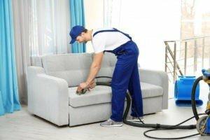 Убрать пятно крови с дивана