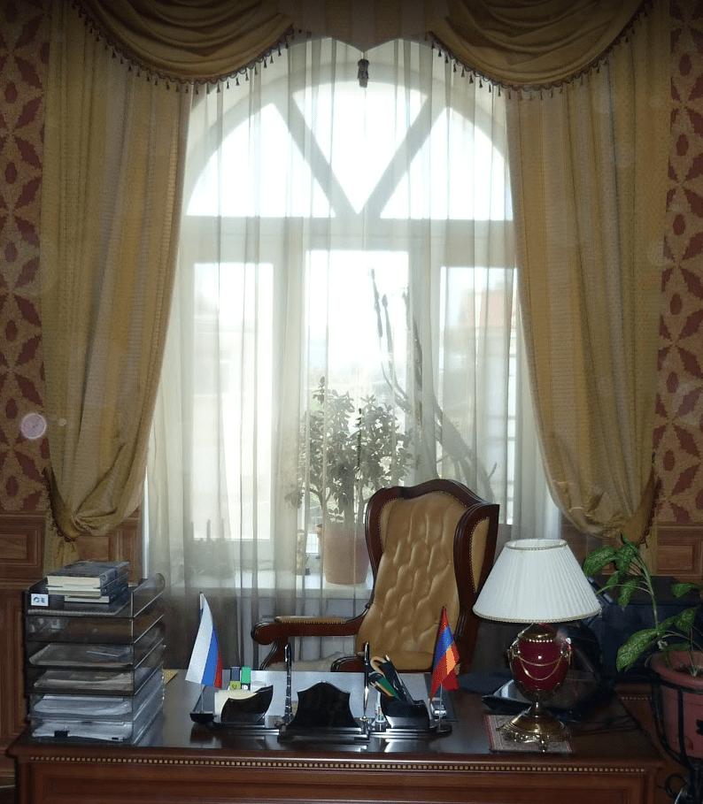 Химчистка штор в офисах