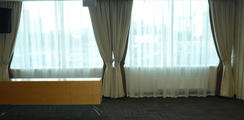 Химчистка штор в банкетных залах