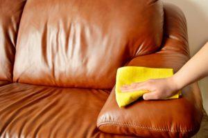 Как вывести жирное пятно с дивана